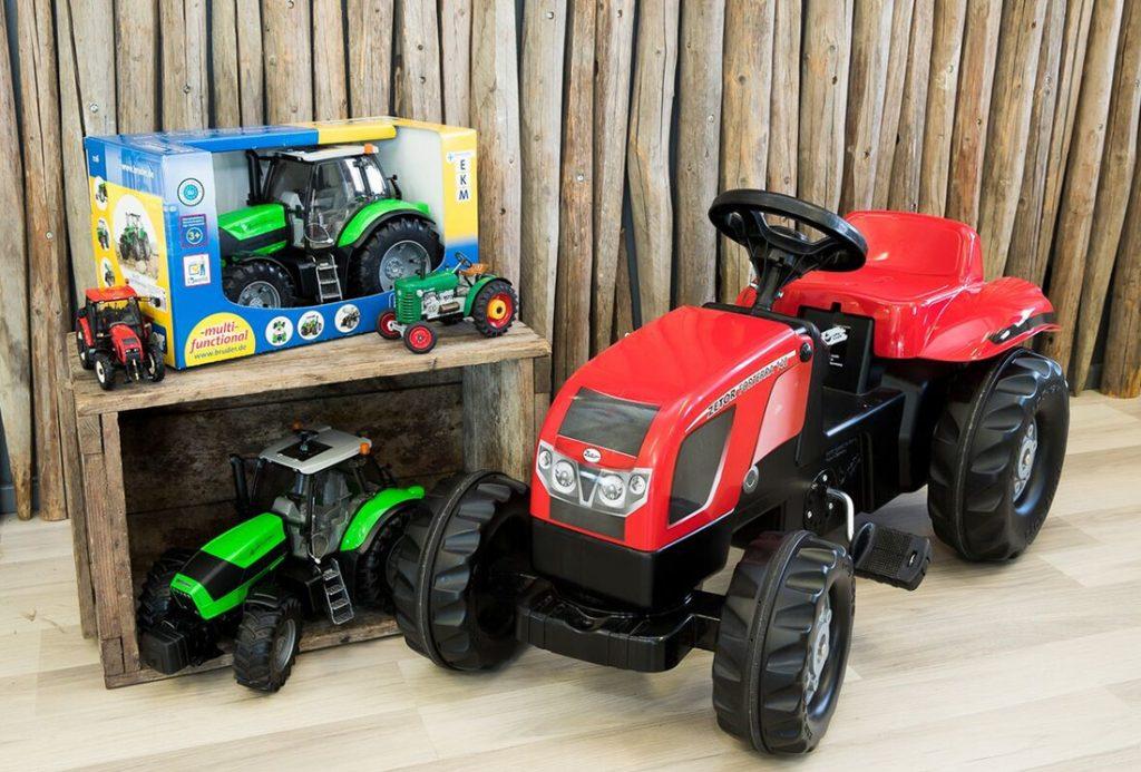 Suomen Traktorimyynti, myymälä, lelutraktorit